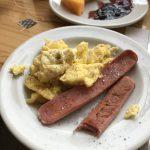 クスコのホテルの朝食で『マルは』の魚肉ソーセージ❓を食し大いに喜ぶ   64